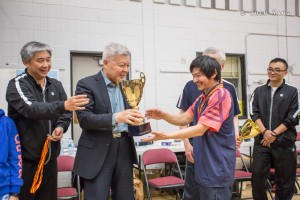 Consul General Wang Xinping is awarding the winner.